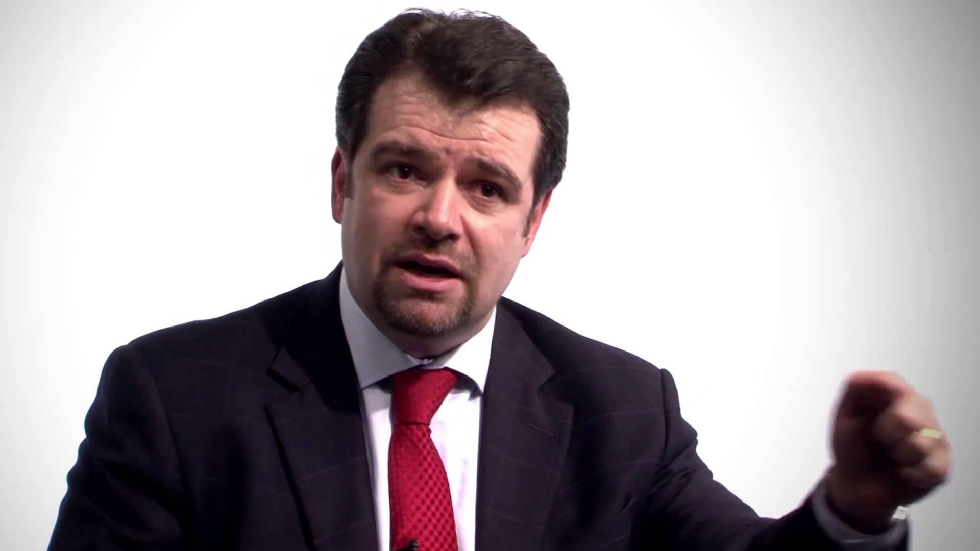 """JURISTAS RESPONDEM: Cláudio Pereira: """"Existe a possibilidade de o ex-presidente Lula sair pela via judicial, caso os recursos extraordinários que devem ser apresentados por seus advogados sejam acolhidos e providos"""" – Foto: Reprodução/YouTube"""